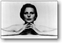 Διαβάστε περισσότερα: Ο θηλυκός Αϊζενστάιν του Χίτλερ